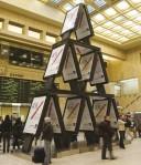axa house of cards - Street Marketing - comunica2punto0