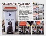 IAK (International Aid Korea) Please Watch Your Step - Street Marketing - comunica2punto0